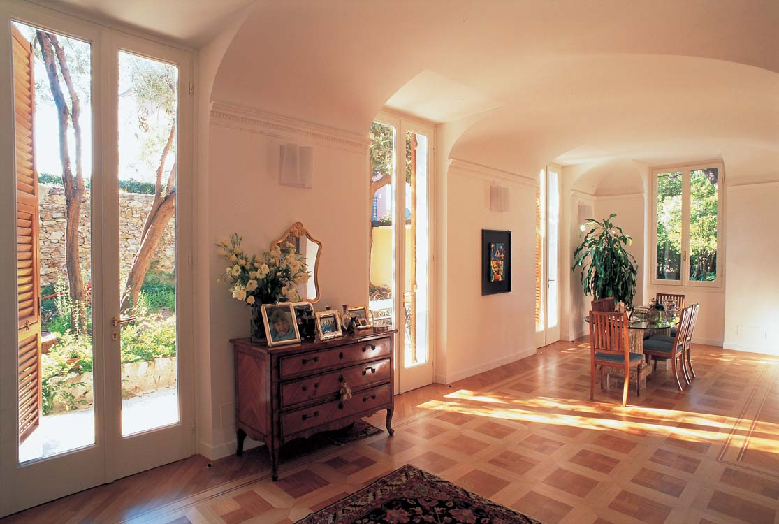 CONVERSING WITH HISTORY: A CLASSIC HOME